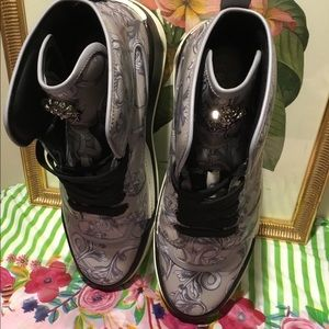 EUC VERSACE HIGHTOWER MEDUSA SNEAKERS.